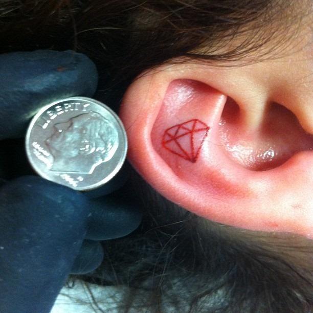 diamante_ouvido_tatuagem