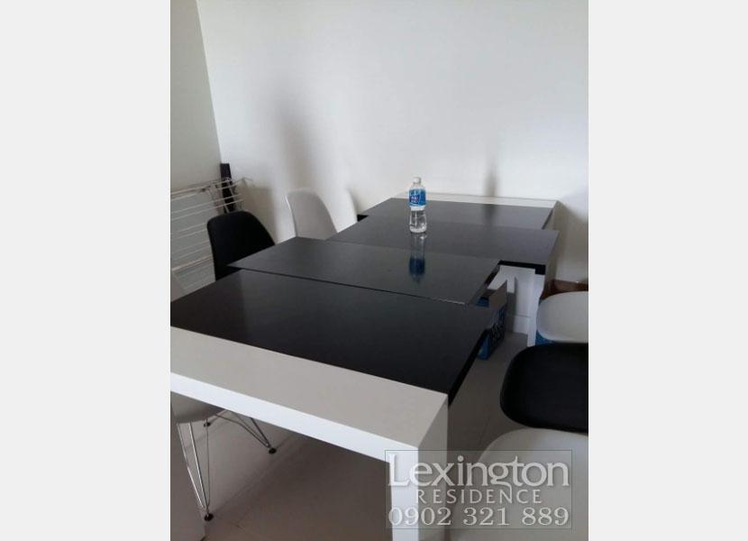 bàn ăn chung tại căn hộ Lexington 3 phòng ngủ