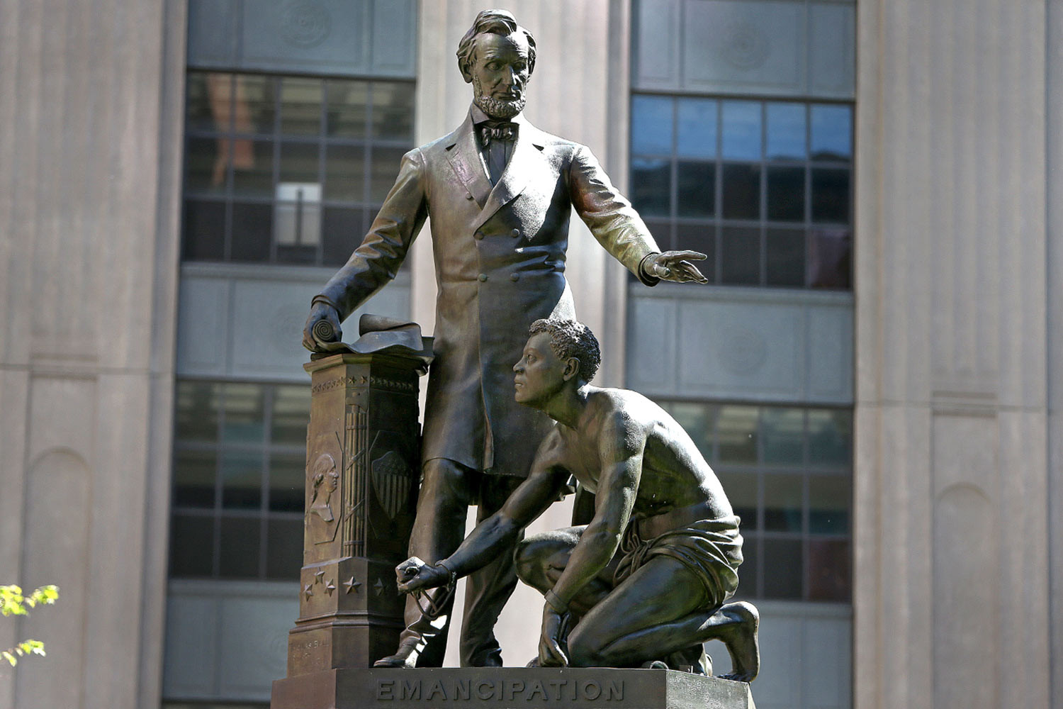 Remember Statue of formerly enslaved man kneeling before President Lincoln is removed in Boston after 141 years (photos)