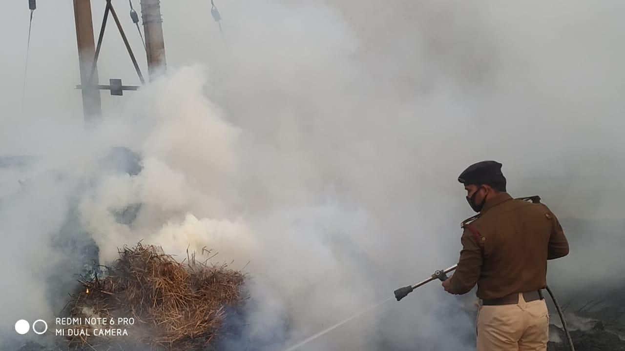 जगदीशपुर में पांच बीघा धान का बोझा शार्ट सर्किट से निकली चिंगारी से जलकर राख