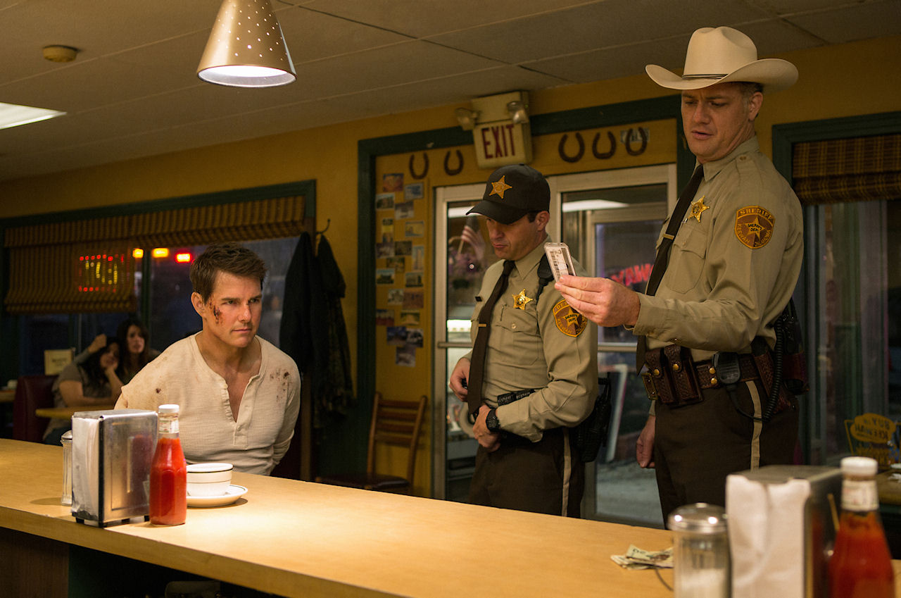 Left to right: Tom Cruise plays Jack Reacher, Judd Lormand plays Local Deputy and Jason Douglas plays Sheriff in JACK REACHER: NEVER GO BACK from Paramount Pictures and Skydance Productions.