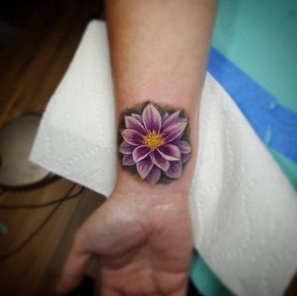 Este realista flor