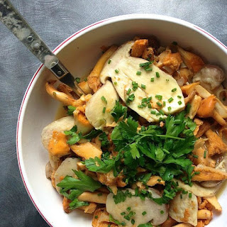 Garlic Butter Mushrooms with Chives and Parsley Recipe