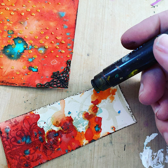 Using brown gelatos along the edge of a background