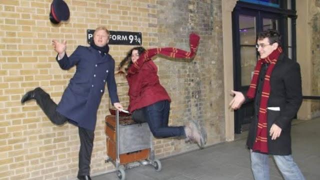 Em homenagem ao 20º aniversário de Harry Potter e a Pedra Filosofal a Trolley permitirá aos fãs recriar a primeira viagem de Harry Potter à Plataforma 9 ¾