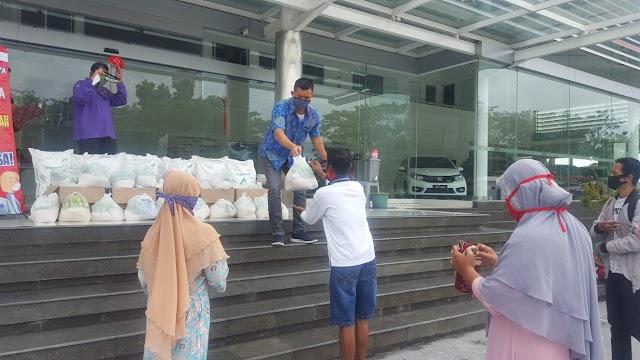 Jelang Lebaran, Honda Trio Raya Salurkan Paket Sembako