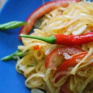 Thai Som Tum Recipe (Thai Green Papaya Salad).