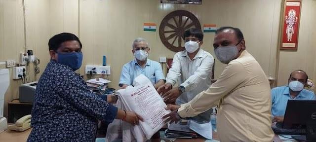 શરદ લતા ફાઉન્ડેશન ચેરીટેબલ ટ્રસ્ટ, ભાવનગર દ્વારા શહેર ની  મેડિકલ કોલેજ ને PPE Kit,અને માસ્ક (N-95) નું વિતરણ