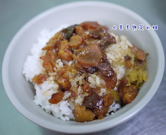 4 滷肉飯