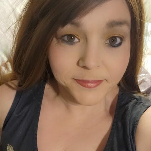 user Hollie Richards apkdeer profile image