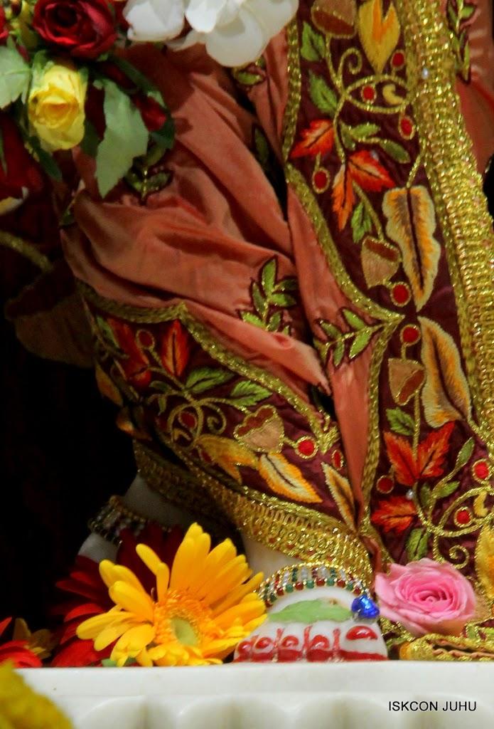 ISKCON Juhu Sringar Deity Darshan on 30th May 2016 (38)
