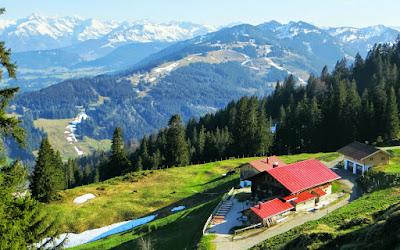 Gipfelwirt Bergstation Mittag Allgäu