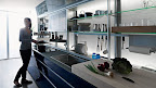 VALCUCINE cucina-ergonomica-alluminio-vetro-blu