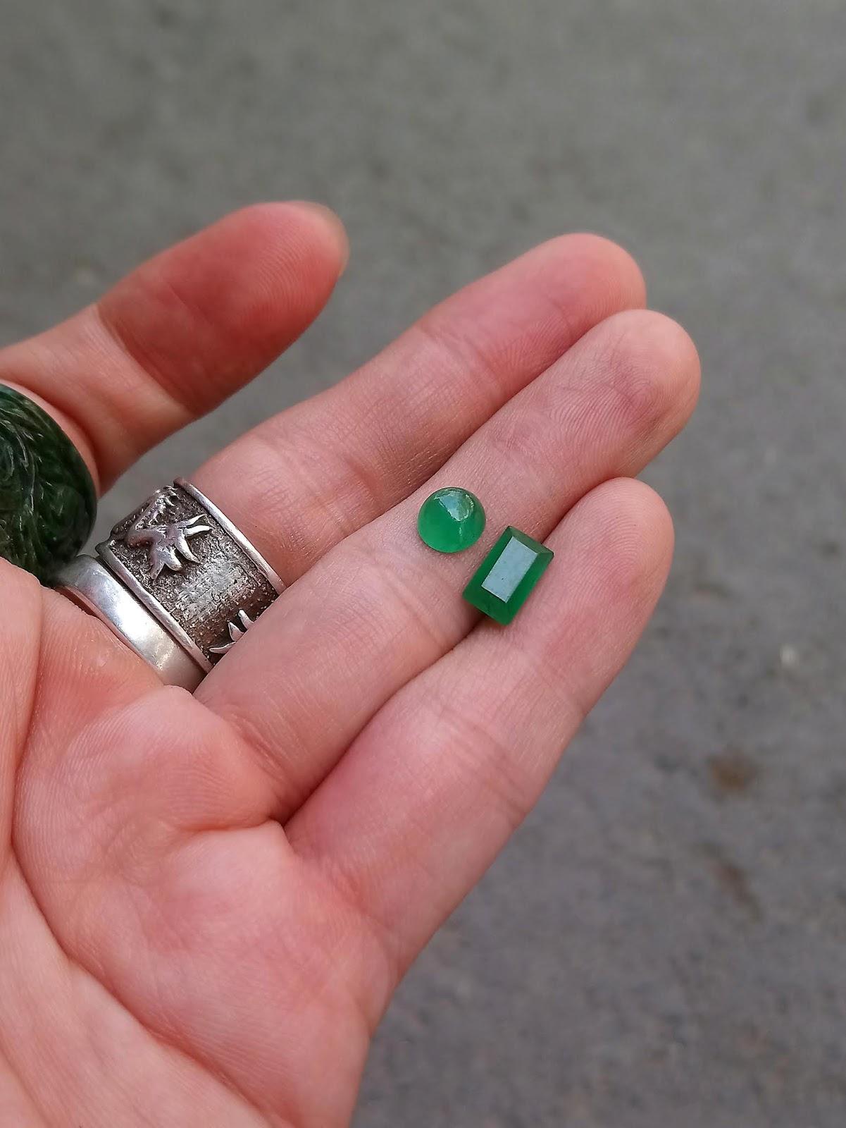 Đá Ngọc Lục Bảo thiên nhiên, Natural Emerald màu lục đậm chuẩn Colombia mài giác chữ nhật và Cabochon tròn