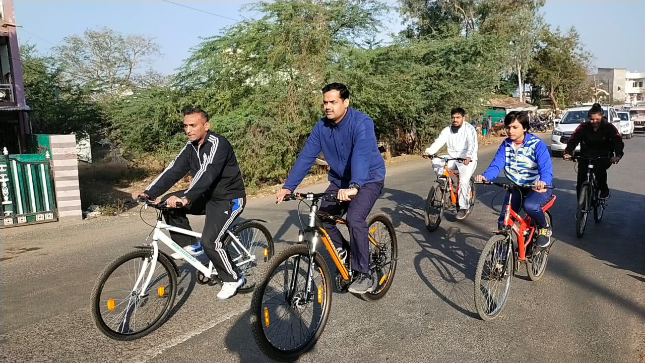 Jhabua News- फिटनेस का डोज-आधा घंटा रोज के अन्तर्गत फिट इण्डिया सायक्लोथान का शुभारंभ