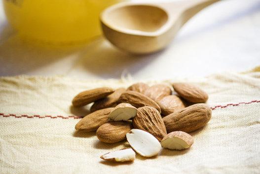 kacang almond sebagai salah satu makanan penyubur