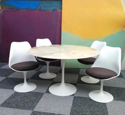 eero saarinen table et chaises tulipe 2150 euros. Black Bedroom Furniture Sets. Home Design Ideas