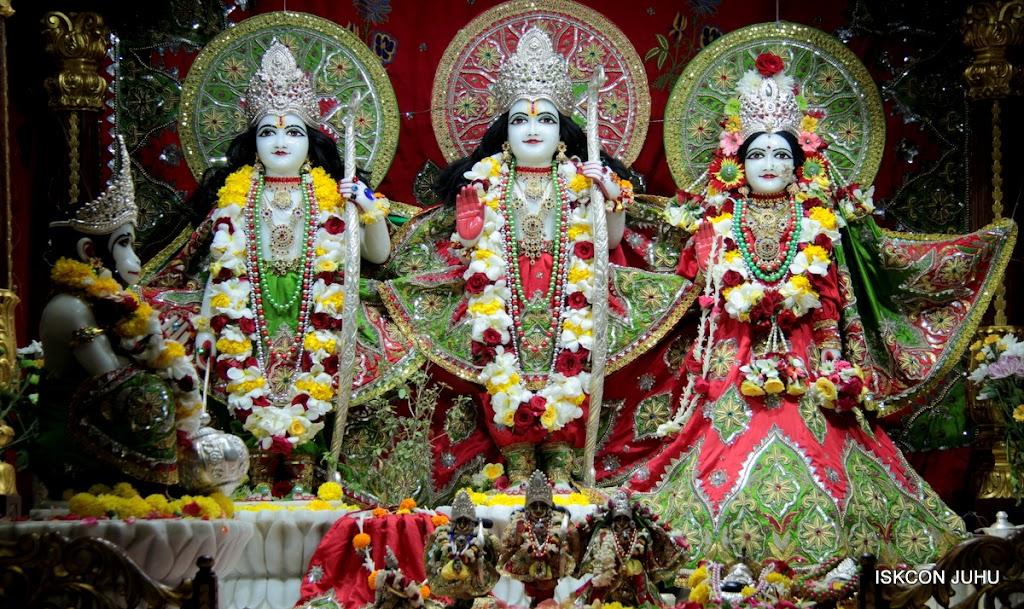 ISKCON Juhu Sringar Deity Darshan on 3rd May 2016 (30)