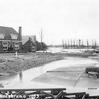 1953 Watersnood Bij hotel Brabant aan de Oude Moerdijkseweg_BEW.jpg