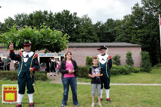 Koningschieten Sint Theobaldusgilde overloon 01-07-2012 (112).JPG