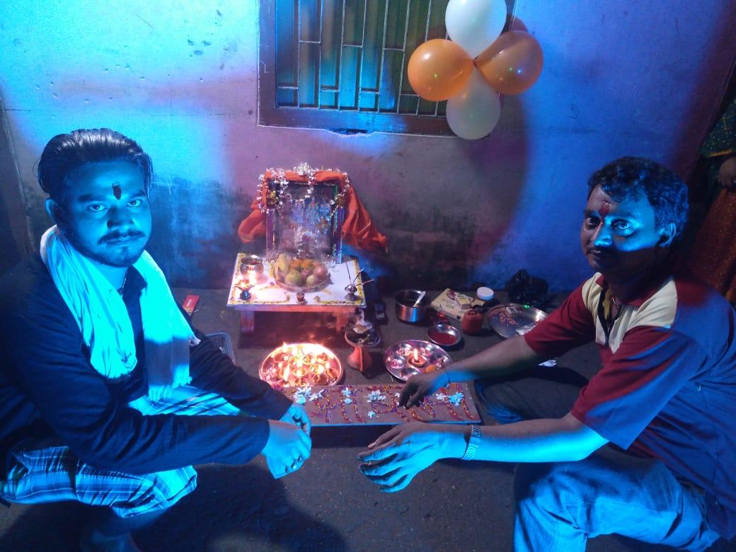 रामगढ़वा में जगमगा गया कई वर्षो के बाद श्री राम जी आ गए अपने घरों में, हषोल्लासो के साथ भक्तों ने जलाया दीप और मोमबत्ती