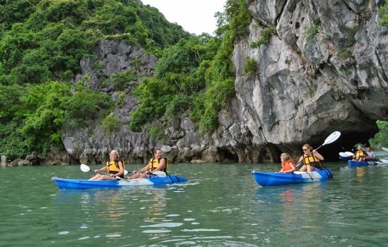 34_kayaking light cave
