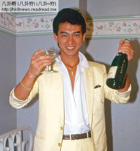 86年,惠天賜在電視劇《陸小鳳之鳳舞九天》飾演西門吹雪,收視爆燈,祝捷會上嗜酒嘅小四當然要飲多兩杯。