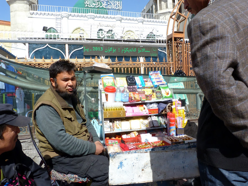 XINJIANG. Urumqi, Grand Bazar, 8 avril - P1270245.JPG