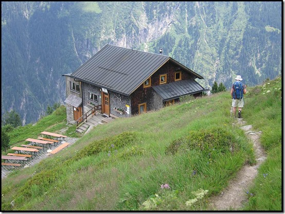 2718-Approaching-Gams-Hut