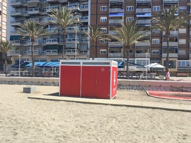 Baños de la playa de El Zapillo
