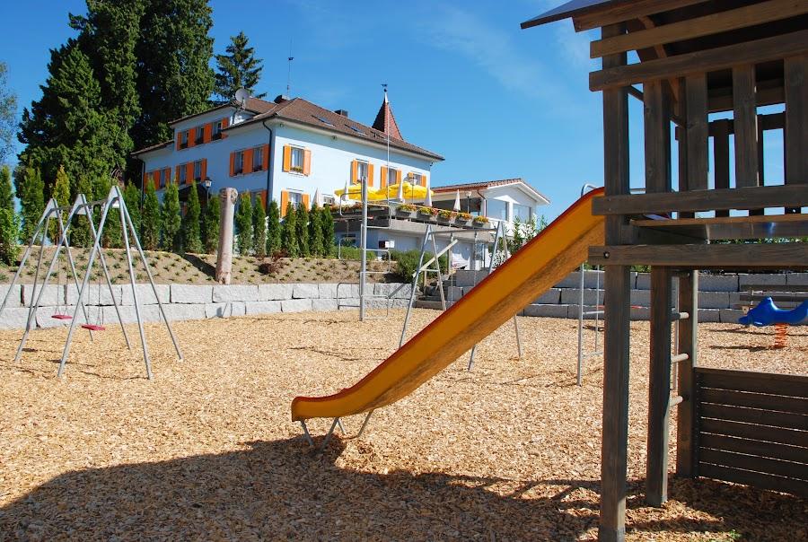 Spielplatzseite vorher (2011)
