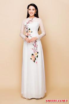Vợ Ngô Quang Hải khoe eo thon với áo dài cưới