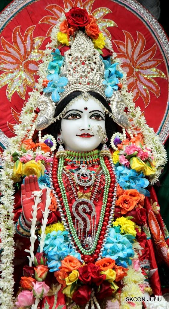ISKCON Juhu Sringar Deity Darshan on 28th Aug 2016 (43)