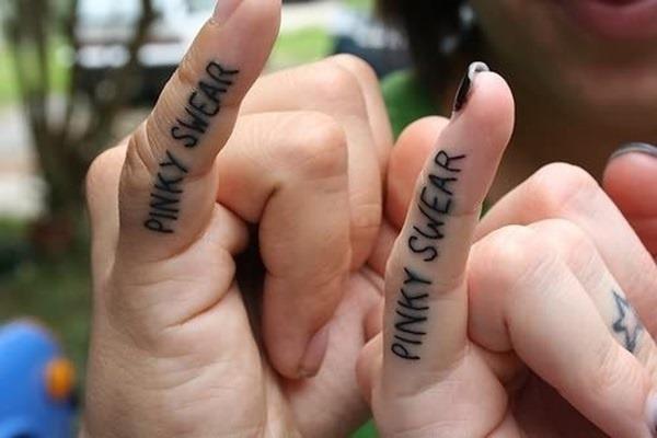pinky_juro_casal_de_dedo_tatuagens