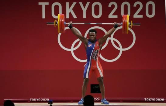 Zacarías Bonnat gana primera medalla para RD en Tokio; plata en halterofilia