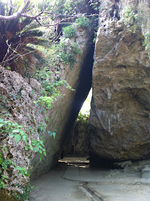 三角岩の左側