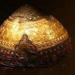 """Musée d'archéologie nationale, Age du fer : casque en bronze, fer, or, émail,  IVe s. av. J.-C. (Amfreville-sous-les-Monts, """"La Seine"""", Eure)"""