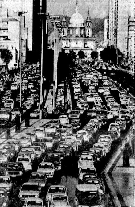 Congestionamento na Av. Presidente Vargas, no Rio de Janeiro em dia de greve dos motoristas de onibus, dia 16 -01-179