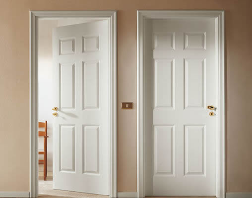 mẫu cửa gỗ cho sơn tường màu trắng