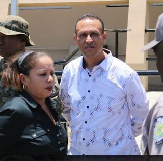 Resultado de imagen para oficial de la policía y esposa por muerte de hombre en Castañuelas.
