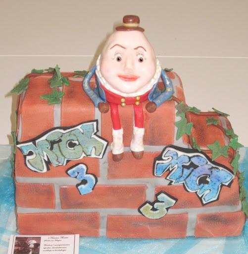 848- Humpty Dumpty op muur taart.JPG