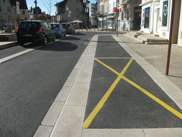 Longueur inhabituelle de places de stationnement (arrêt minute) (30 mars 2019)