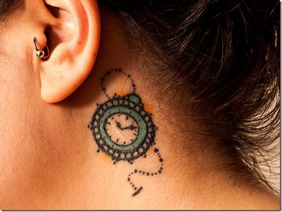 relgio_pequeno_atrs_da_orelha_desenho_de_tatuagem_para_as_meninas