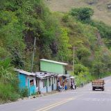 La route du Pacifique E10 à El Limonal, 900 m (Imbabura, Équateur), 3 décembre 2013. Photo : J.-M. Gayman