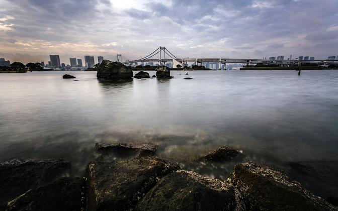 Tokyo Rainbow Bridge by andrewsparrow1