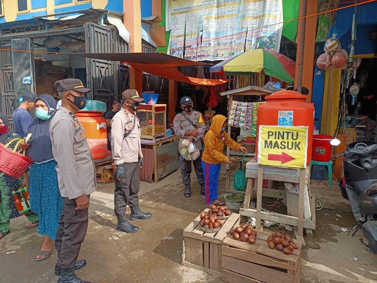 Bersama Wakapolsek Lilirilau Pimpin Pam Pasar Sentral Cabenge, Berikan Imbauan Protapkes Kepada Pengunjung