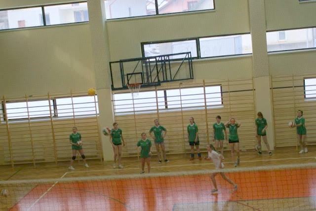 Zawody siatkarskie dziewczat 1 marca 2011 - DSC09299_1.JPG