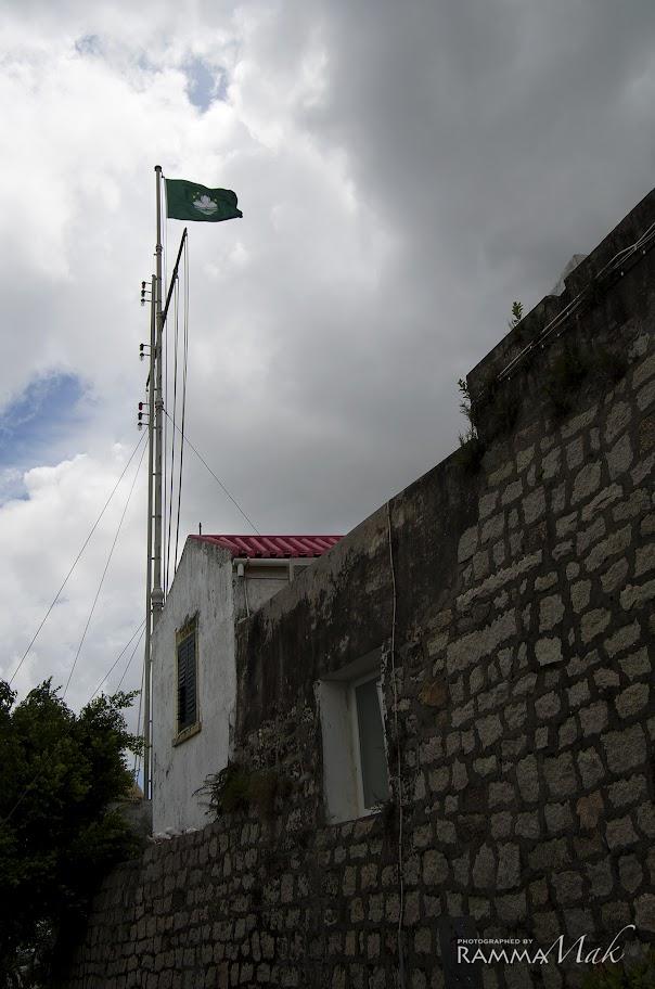在東望洋炮台飄揚的澳門區旗