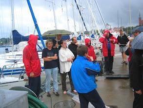 """Photo: Meriharakka voitti """"leikkimielisen"""" purjehduskilpailun ja tarjosi laiturilla (sateessa !) kuohuviinit koko porukalle"""