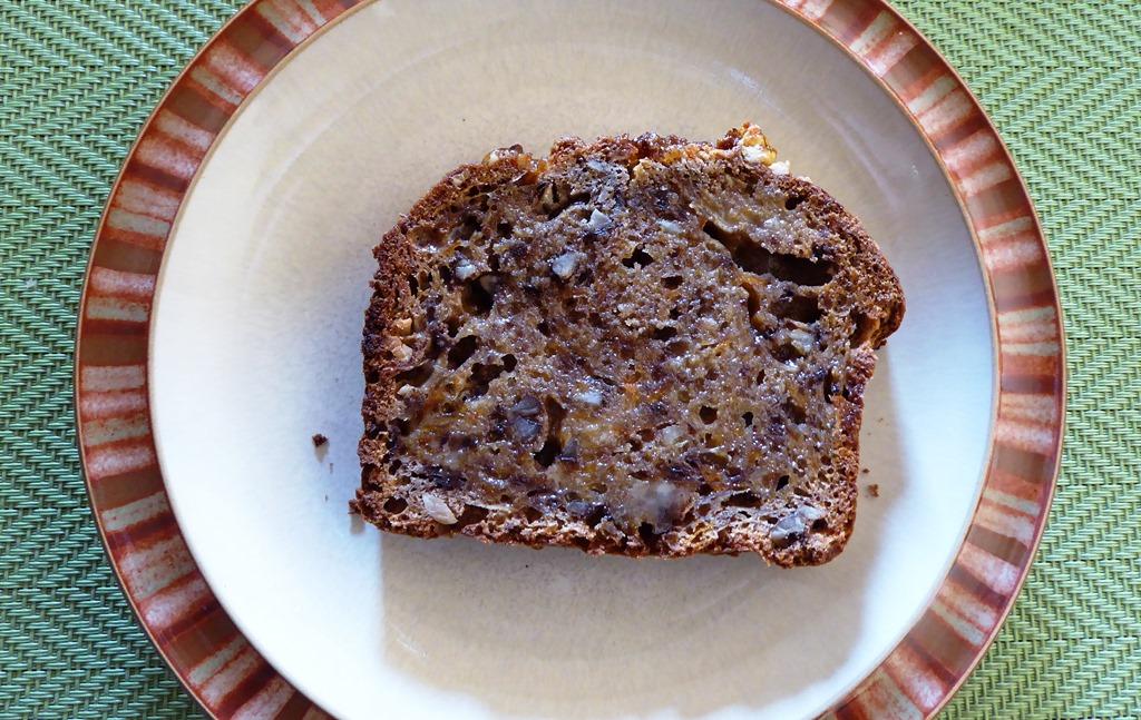 [Apple+and+walnut+loaf2%5B7%5D]